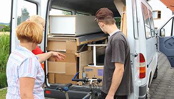 Transporter und Mietenwagen